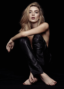 leather trousers fashion model kate moss blonde studio